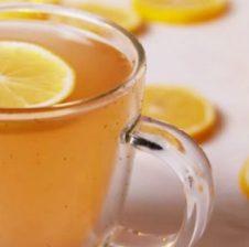 Ndjeheni i fryrë? Freskoni trupin tuaj me këtë lëng të shijshëm detoksifikues!