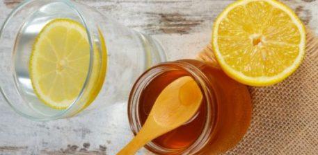 Çfarë ndodh me trupin tuaj nëse pini ujë të ngrohtë me mjaltë dhe limon në mëngjes!