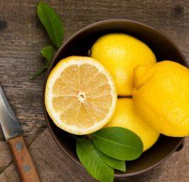 Limoni, kura më e mirë për dhimbjet e kokës