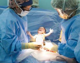 A e dini pse lindja natyrale është e rëndësishme edhe për foshnjën?!