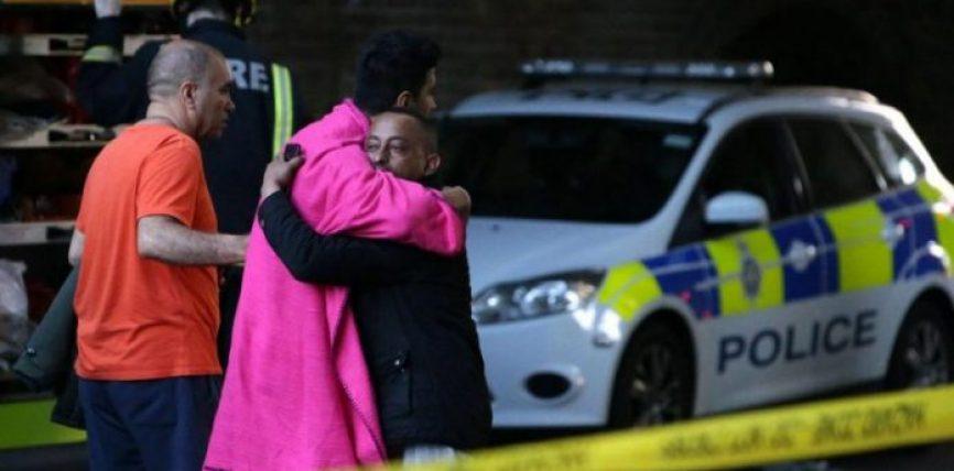 Zjarri mbi ndërtesën në Londër: Myslimanët e zgjuar në syfyr u kanë shpëtuar jetën shumë banorëve