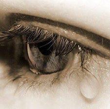 Sytë iu mbushën me lot