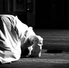 Është vërtetuar se muslimanët/et që e kanë bërë këtë lutje në çaste vështirësie dhe halli i ka liruar i madhi Zot! Mësoje lutjen!