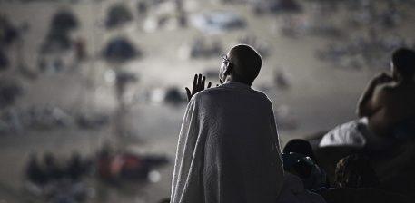 Njeriu qe lutet kur i bie e keqja