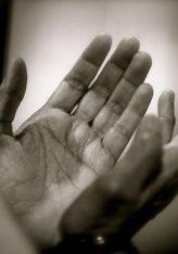 Muslimanit që lutet me këtë dua' dyzet herë kur është i sëmurë, e vdes pas kësaj sëmundjeje, do t'i jepet shpërblimi i shehidit.