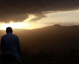 """"""" Zoti juaj ka thënë: """"Më thirrni Mua, Unë ju përgjigjem."""""""