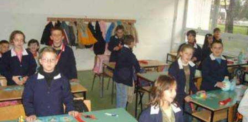 Nxënësit shqiptarë në Manastir mësojnë në gjuhën maqedonase