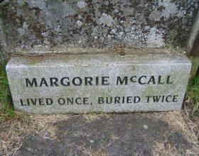 """""""Jetoi një herë, u varros dy herë"""" – tregimi i një gruaje…"""