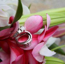 Kalimi i natës së parë të martesës në bazë të sunnetit autentik: Për beqarë dhe beqare