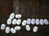 Kur bien maskat? Kur mund të shohësh fytyrën e vërtetë të njerëzve?