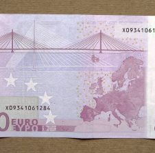 Kush i dëshiron 500 euro ?
