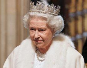 Mbretëresha e Britanisë Elizabet frekuenton Xhaminë për të dëgjuar recitim nga Kur'ani Famëlartë!
