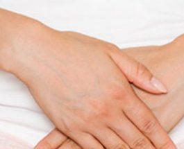 Ç'duhet të bëjë ajo grua, menstruacionet e së cilës zgjasin me shumë se ditët e saj?