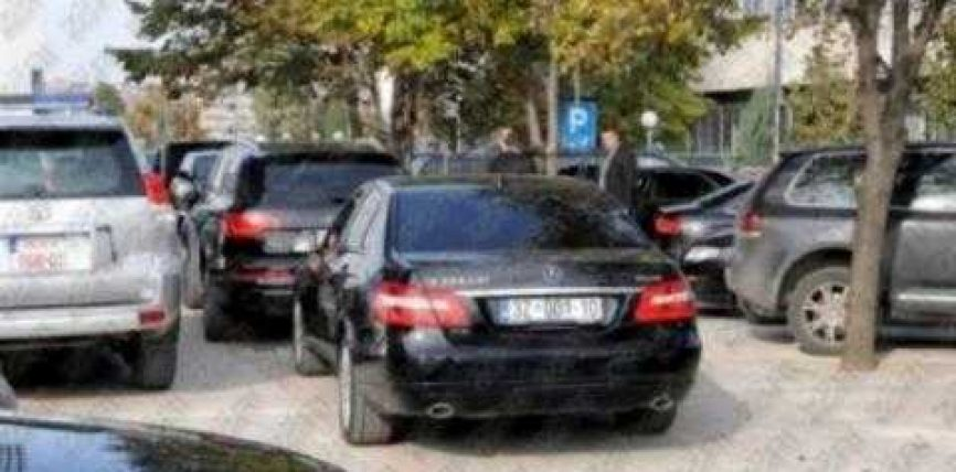 """Ministria e FSK-së blen 720 mijë euro xhipa """"Mercedes"""""""