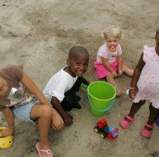 Studimi: Ekspozimi i fëmijëve tek mikrobet forcon sistemin e tyre imunitar!