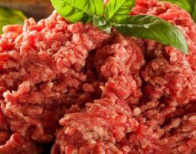 Pse nuk duhet të blini asnjëherë mish të grirë të paketuar