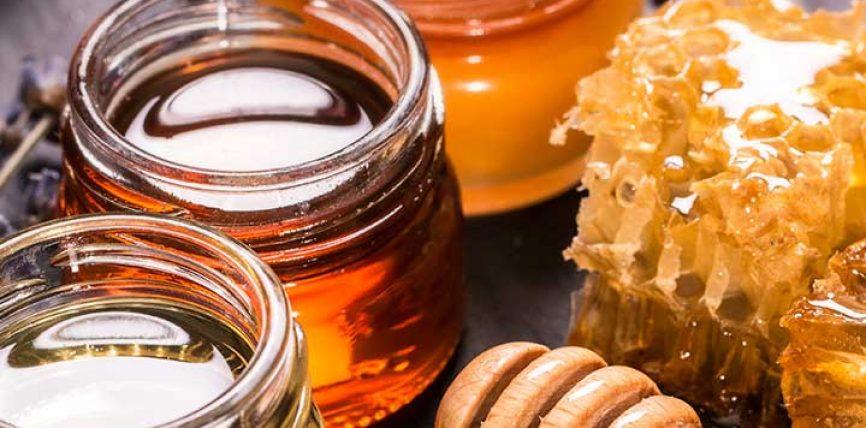 Trajtim me mjaltë për bukurinë dhe shkëlqimin e fytyrës së femrës