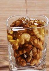 Arrat në kombinim me mjaltë janë ilaç i fuqishëm natyral