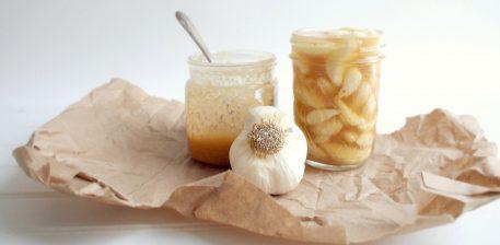 Hudhra dhe mjalti në stomakun bosh ja cfarë ndodhë