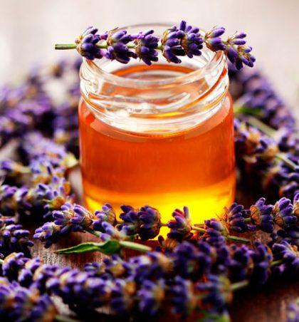 Me mjaltë për flokë të lëmuara dhe të mëndafshta