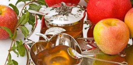 Kombinimi i mjaltit dhe i mollëve bashkon dy faktorë të dobishëm – vlerat shëruese dhe ushqyese.