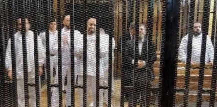 Nata e parë e Mursit në burg, namaz dhe lexim Kur'ani