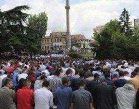 Naim Tërnava, në hydben e Fitër Bajramit është lutur për mëshirë dhe begati për qytetarët e Kosovës