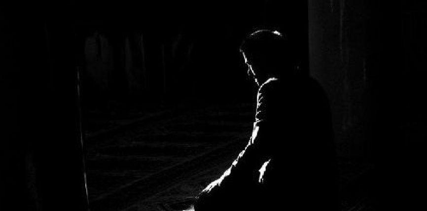 Ngritu dhe falu, sepse ilaçi qëndron në lutje