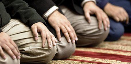 Namazi është shtylla e fesë, është gjëja e parë për çfarë do llogaritet muslimani ditën e Kiametit