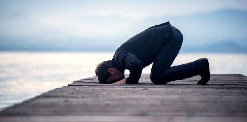 Njerëzit fetarë vuajnë 60% më pak nga sëmundje të zemrës sesa ata me pak ose aspak besim fetar