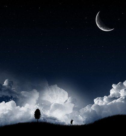 Dyert në qiell çelen në mesin e natës