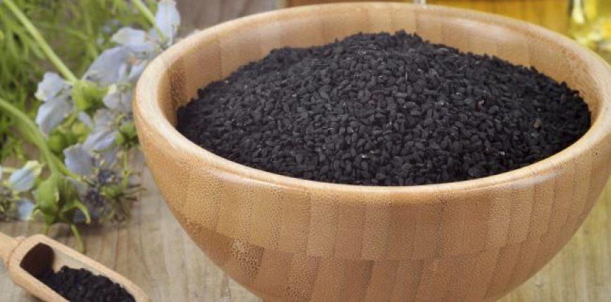 Shërimi me ujë zemzemi,hurma, farën e zezë,  gjethet e sidrit