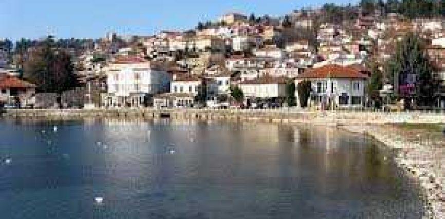 Serbët rrahin 2 kërçovarë në mes të Ohrit