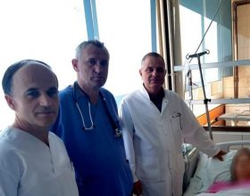 Operacioni i rrallë në QKUK, mjekët kosovarë shpëtojnë gruan shtatzënë