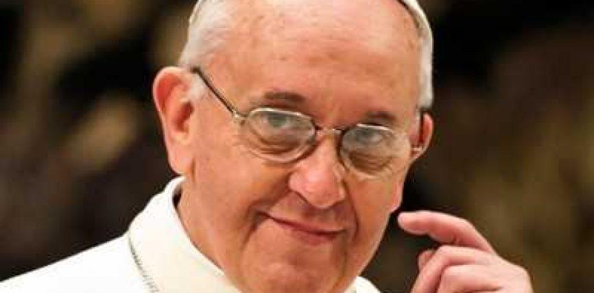 Papa Frençesku: Priftërinjtë homoseksualë duhet të falen