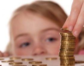 Këto 7 gjëra nuk duhet t'ia tregoni fëmijëve për paratë