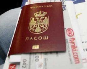 Vidhet Mercedesi me gjithë pasaportat e haxhinjëve nga Lugina