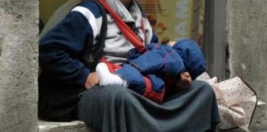 Pse foshnja në duart e lypëses nuk qan asnjëherë? Arsyeja do t'ju befasojë