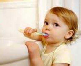 Gabimet që duhet të shmangen gjatë pastrimit të dhëmbëve