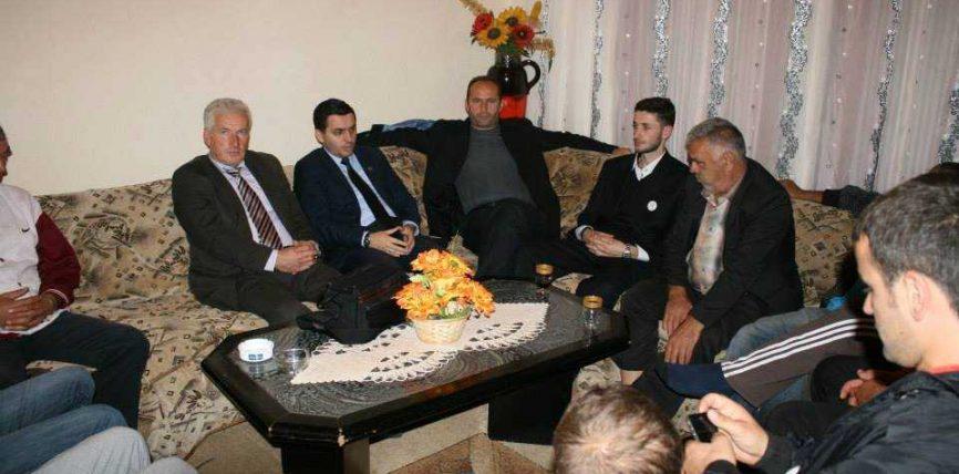 Abdullah Klinaku takon banorët e fshatit Pestovë