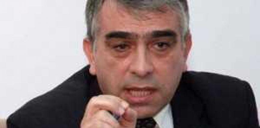 Flet historiani i njohur Pëllumb Xhufi – Peticioni per historine me maraz anti-Turqi