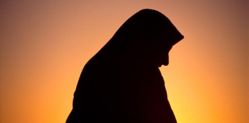 Pyeta një grua të vjetër se pse nuk ishte martuar akoma