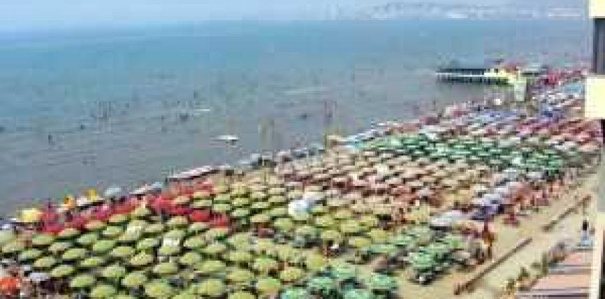 Rreth 30 mijë turistë nga Maqedonia pushojnë në Shqipëri