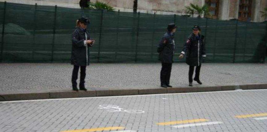Protesta e opozitës, Kryeministria mbrohet me femra (FOTO-LAJM)