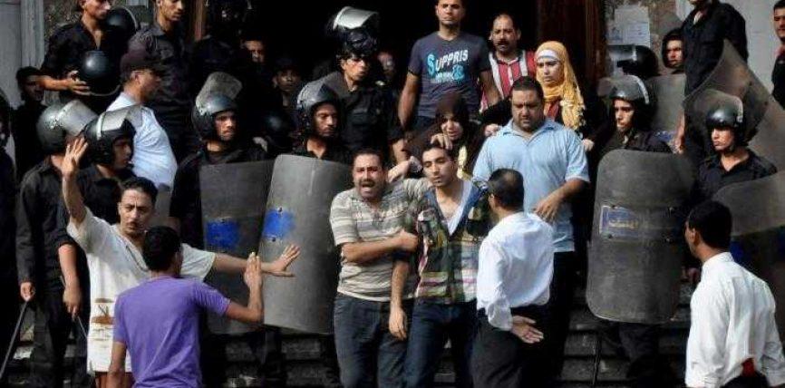 Policia zbraz xhaminë Al-Fatah