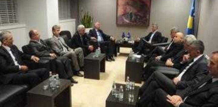 Thaçi heq taksën doganore për shqiptarët e Luginës