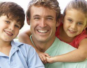 Prindër që kërkojnë fëmijë perfektë? Gabimi më i madh që mund të bëjmë ata ndaj femijeve