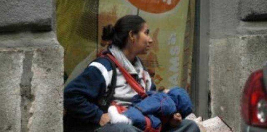 Pse foshnja në duart e lypëses është gjithmonë në gjumë?