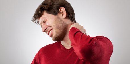 Këshilla për të shmangur dhimbjet në qafë