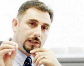 Qeveria e Kosovës: Bartja e shamisë në shkolla, e drejtë njerëzore?